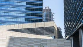 Edificios céntricos modernos imágenes de archivo libres de regalías
