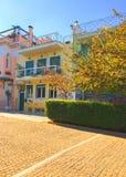 Edificios coloreados en Atenas foto de archivo
