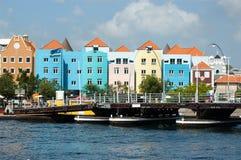 Edificios coloridos con el puente Fotos de archivo