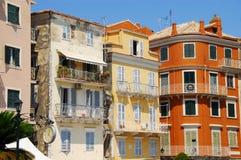 Edificios coloridos en Grecia Foto de archivo