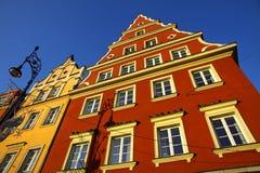 Edificios coloridos en la ciudad del Wroclaw, Polonia Fotos de archivo libres de regalías