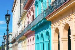 Edificios coloridos en La Habana vieja Fotos de archivo