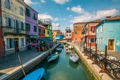 Edificios coloridos en la isla de Burano Foto de archivo