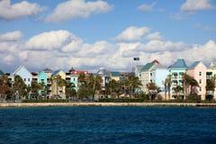 Edificios coloridos en la isla del paraíso, Nassau, Bahamas Foto de archivo