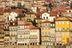 Edificios coloridos en la orilla del mar. Oporto. Portugal Imagenes de archivo