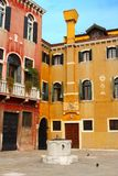 Edificios coloridos en Venecia Foto de archivo libre de regalías