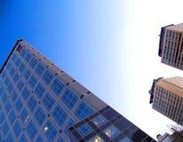Edificios contra el cielo Fotos de archivo
