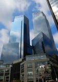 Edificios corporativos futuristas Fotografía de archivo libre de regalías