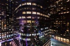 Edificios corporativos en la noche Foto de archivo libre de regalías