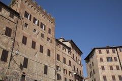 Edificios cuadrados de Piazza del Campo, tierra de Siena Imagen de archivo libre de regalías