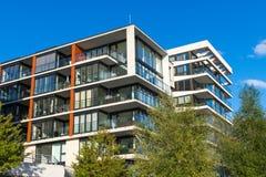 Edificios de apartamentos modernos en Hamburgo imagen de archivo libre de regalías