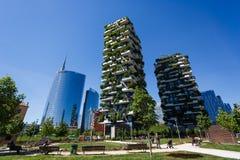 Edificios de Bosco Verticale en Milán Imagen de archivo