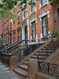 Edificios de la arenisca de color oscuro de Nueva York Imagen de archivo libre de regalías