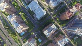 Edificios de la ciudad aéreos almacen de video