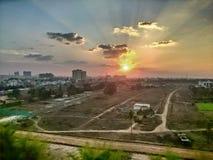 Edificios de la ciudad de la puesta del sol del paisaje fotos de archivo