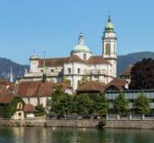 Edificios de la ciudad de Solothurn a lo largo del río de Aare Fotografía de archivo libre de regalías