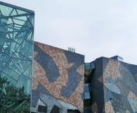 Edificios de la piedra arenisca y del vidrio decorativos Fotos de archivo