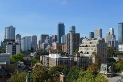 Edificios de la propiedad horizontal de Toronto imagen de archivo libre de regalías