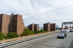 Edificios de la propiedad horizontal en Nueva York, los E.E.U.U. imágenes de archivo libres de regalías