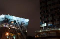 Edificios de las noches en la exposición larga Fotos de archivo