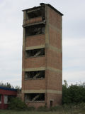 Edificios de las viejas industrias rotas y abandonadas en la ciudad de Banja Luka - 7 imágenes de archivo libres de regalías