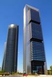 Edificios de los rascacielos de Madrid en ciudad moderna Fotos de archivo libres de regalías