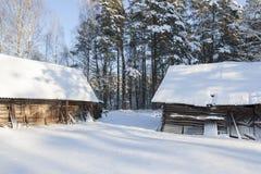 Edificios de madera en el bosque Fotografía de archivo libre de regalías