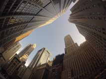 Edificios de Nueva York de debajo Foto de archivo libre de regalías