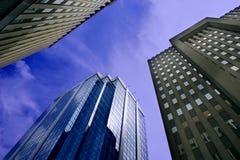 Edificios de oficinas céntricos Fotos de archivo libres de regalías
