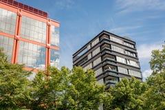 Edificios de oficinas coloridos Fotos de archivo libres de regalías