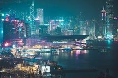 Edificios de oficinas de Hong Kong en la noche Imagen de archivo libre de regalías