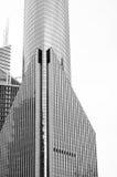 Edificios de oficinas en blanco y negro Imagenes de archivo