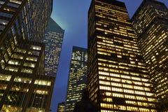 Edificios de oficinas en Nueva York imágenes de archivo libres de regalías