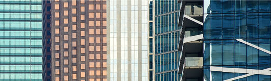 Edificios de oficinas en un distrito financiero Imagen de archivo libre de regalías