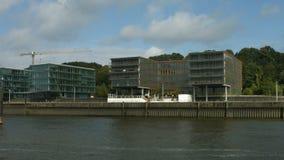 Edificios de oficinas Holzhafen Hamburgo metrajes