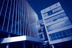 Edificios de oficinas modernos Fotos de archivo libres de regalías