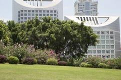 Edificios de oficinas modernos y paisajes Fotos de archivo