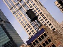 Edificios de oficinas viejos y nuevos Imagen de archivo libre de regalías
