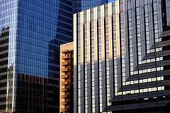 Edificios de oficinas y hoteles de distrito financiero de París de la defensa del La Foto de archivo
