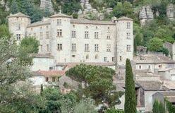 Edificios de piedra en la ciudad medieval de Vogue imagen de archivo