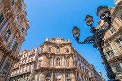 Edificios de Pretoria de la plaza en Palermo, Italia Imagen de archivo