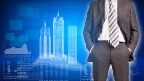 Edificios del hombre de negocios y del alambre-marco encendido Fotos de archivo libres de regalías