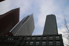 Edificios del ministerio en el centro de Den Haag The Hague como nueva construcción céntrica fotografía de archivo