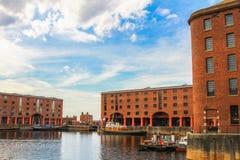 Edificios del muelle y del hígado de Albert en Liverpool Imágenes de archivo libres de regalías