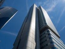 Edificios del negocio (torre de plata y Skyper) en el distrito financiero de Francfort, germen Fotos de archivo
