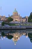 Edificios del parlamento de la Columbia Británica en el amanecer temprano Foto de archivo libre de regalías
