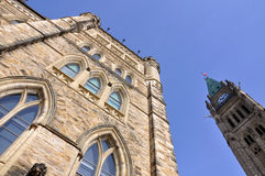 Edificios del parlamento y torre de la paz Imagen de archivo libre de regalías