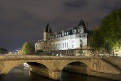 Edificios del río Sena Imagen de archivo libre de regalías
