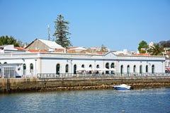 Edificios del río y de la costa, Tavira, Portugal imagenes de archivo