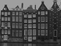 Edificios del viejo estilo en Amsterdam Foto de archivo libre de regalías